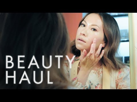 Watch Nam Vo's Four-Step Routine for the Perfect Glow | Beauty Haul | ELLE thumbnail