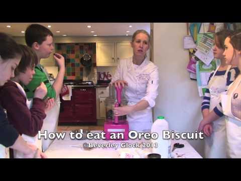 How to eat an Oreo - Foodie Wisdom
