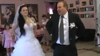 Новые танцевальные идеи от жениха и невесты(http://StudioAlele.ru Семейная и свадебная Фото -- Видео съёмка Мы предлагаем Вам новые танцевальные идеи от жениха..., 2014-06-03T12:43:13.000Z)