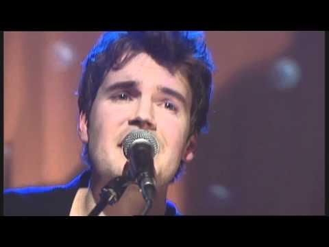 Jamie Abbott performs 'Light Love' live on The Loft