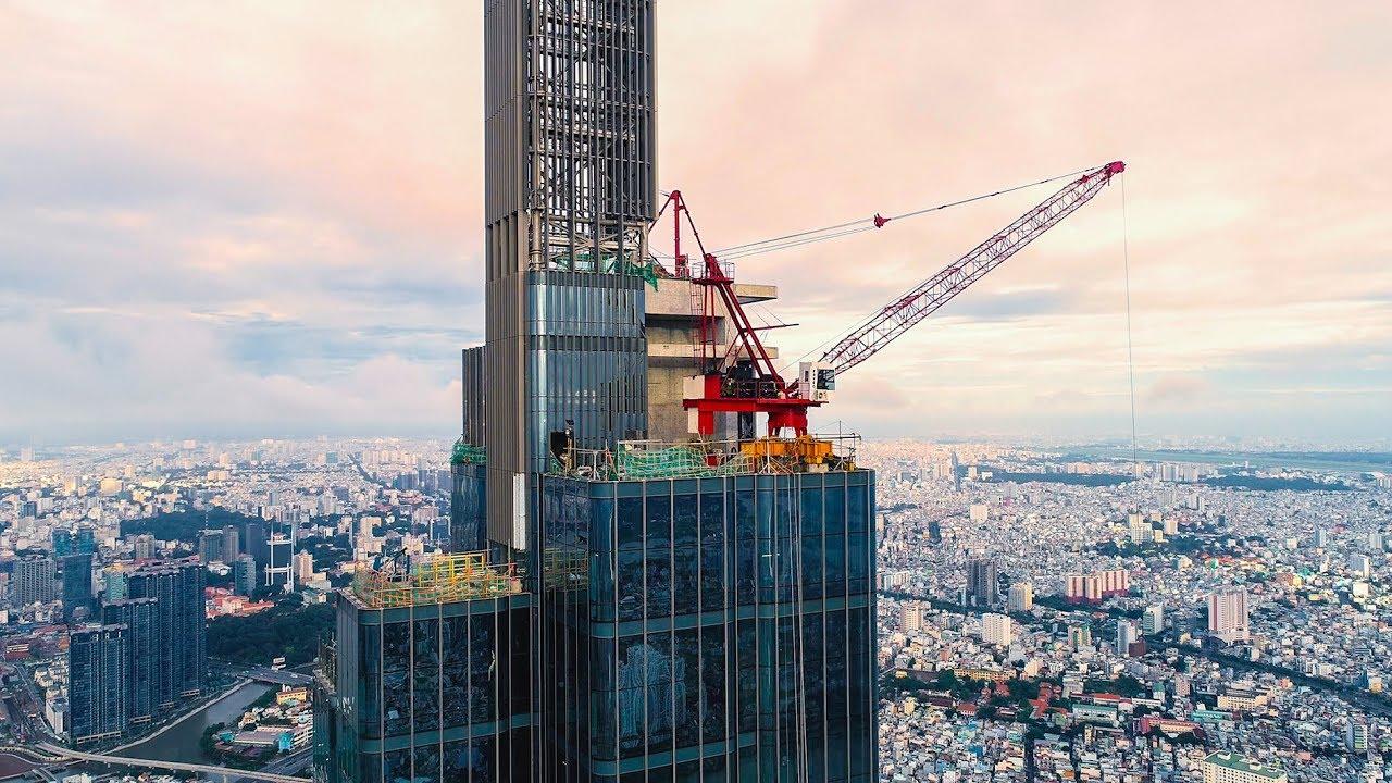 Toà nhà chọc trời The Landmark 81 Cận cảnh lắp kính tháp Spire để kịp khánh thành vào 8/2018