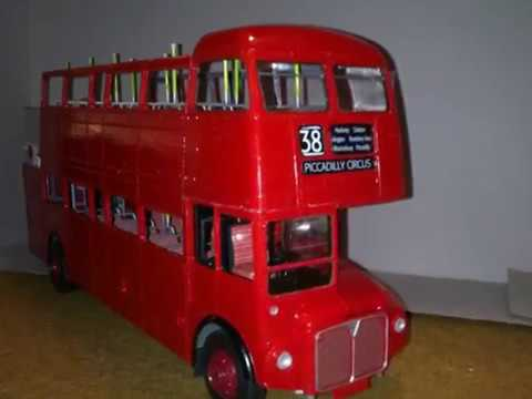 London Bus, 1:24, Revell. Plastic Scale Model Building Kit.