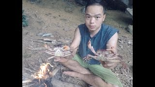 Primitive Technology: Catch Crab, Daily Food of Primitive People