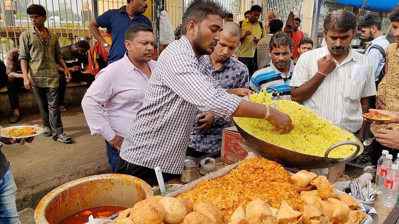 Breakfast Rush in Nagpur   Speedy Guy serving Poha to Crowd   Indian Street Food