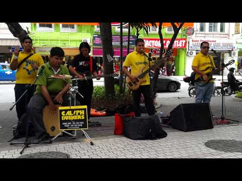 Amazing guiter solo and voice by Caliph busker Sweet Child O Mine