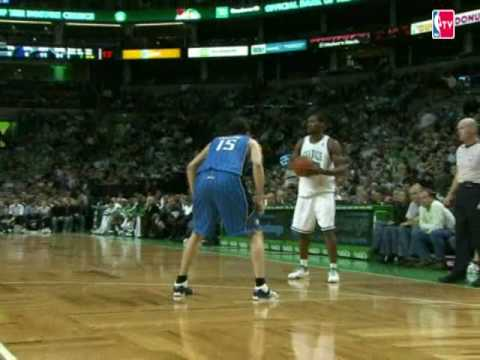 Leon Powe Cuts to the Hoop For the Jam