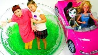 Барби в гостях у Монстр Хай - Торт Плей До и суп.