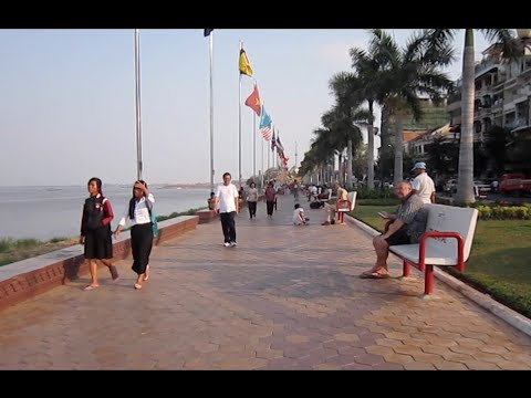 Phnom Penh city lifestyle along the riverside park on Sunday afternoon