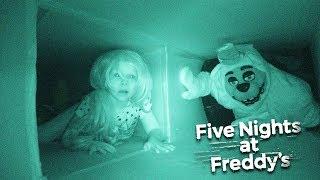 ПЯТЬ НОЧЕЙ У ФРЕДДИ В РЕАЛЬНОЙ ЖИЗНИ! ТОМ СПАСАЕТ ЭМИЛИ! Five Nights At Freddy's in real life