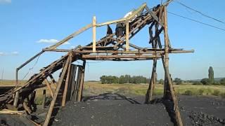 Нелегальная шахта в городе Вахрушево(Работа на копанке в городе Вахрушево Луганской области., 2013-08-25T10:05:14.000Z)