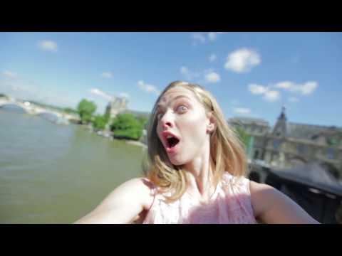 Live Irrésistible featuring Amanda Seyfried Selfie