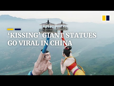 """New attraction of giant statues """"blowing"""" flying kisses goes viral in China"""