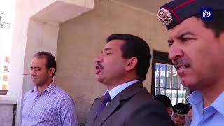 اعتصام امام مبنى المحافظة للمطالبة بالافراج عن موقفين بتهمة تقاضي الاتوات