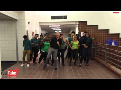A. Maceo Smith New Tech High School - Uptown Funk Dance - Full HD 2015