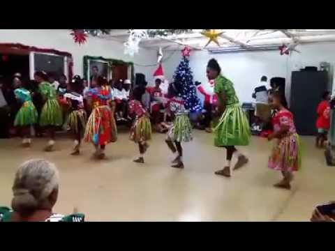 Hammond Girls Island dancing 2016
