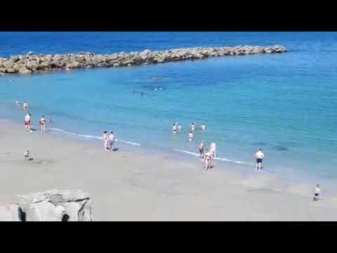 Os bureleses gozan do primeiro día de praia do verán