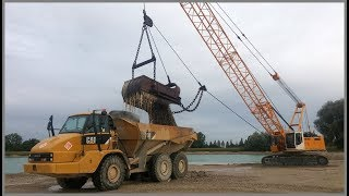 Liebherr HS 853 Seilbagger belädt CAT 730 Dumper mit Kies / dragline loading dump truck with gravel