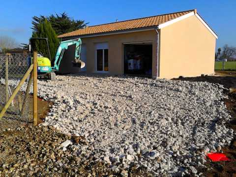 Cr ation d 39 un acc s calcaire maison camiran 33 youtube for Contour de maison en gravier
