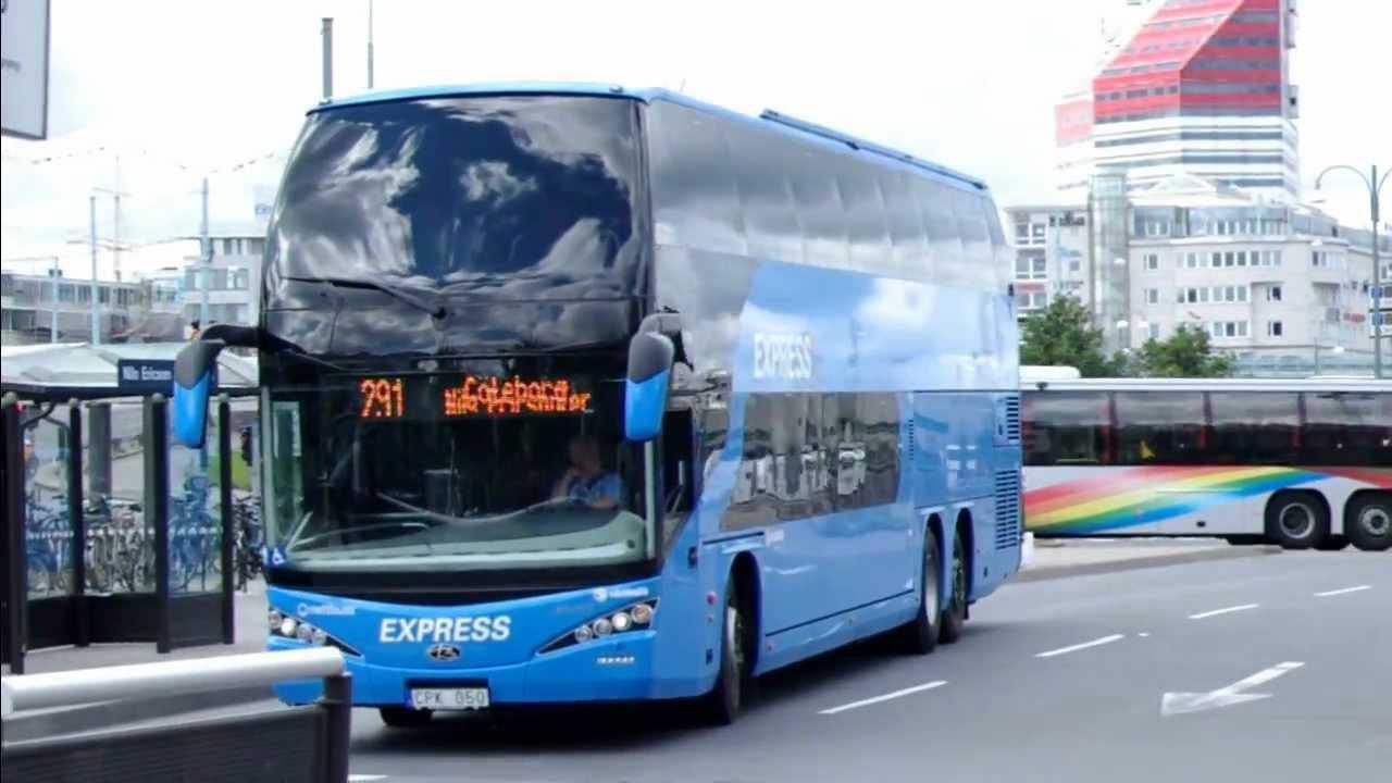 Sl buss krockade med hastar 14 skadade
