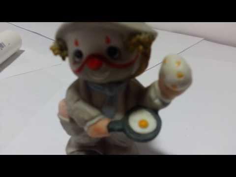 Enesco Lil' Vagabond Clown Figurines frying an egg