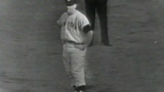 1952WS Gm7: Mantle extends Yankees lead in the 7th