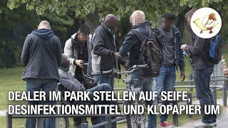 Dealer im Park stellen auf Klopapier und Seife um