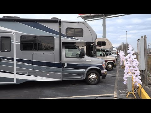 Эталон американского автодома. Обзор двух домов на колесах Forest River Sunseeker 3010DS