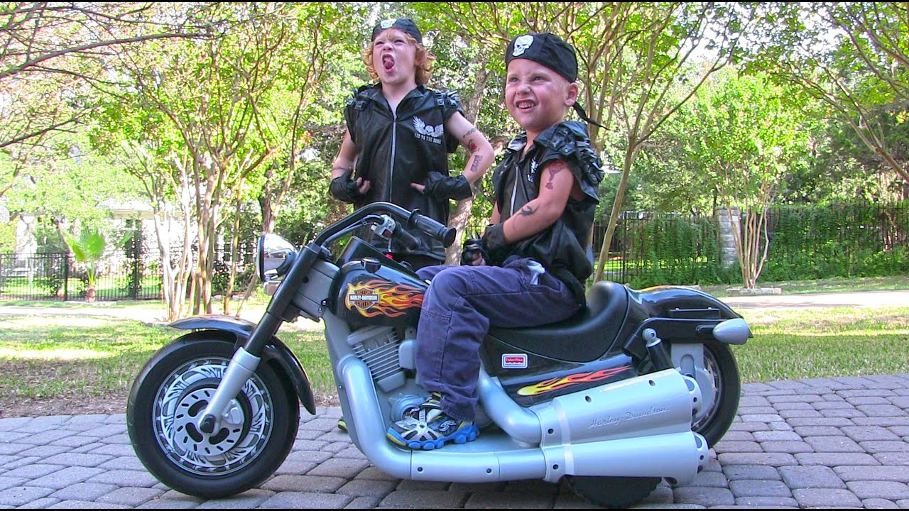 Power Wheels Harley Davidson Ride On Kids Motorcycle - Unboxing ...