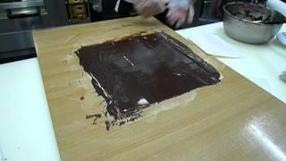 乙級西點烘焙-製作巧克力裝飾影片教學