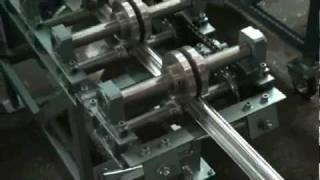 Станок для изготовления шляпного профиля(Работа профилировочного станка Мобипроф СПО для производства шляпного профиля Подробности можно узнать..., 2010-05-11T12:45:35.000Z)