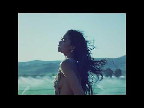 Смотреть клип Amber Mark - Worth It
