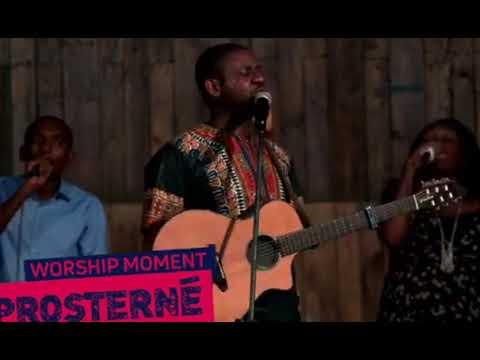 Moment d'adoration #PROSTERNÉ avec le Pasteur Athom's MBUMA