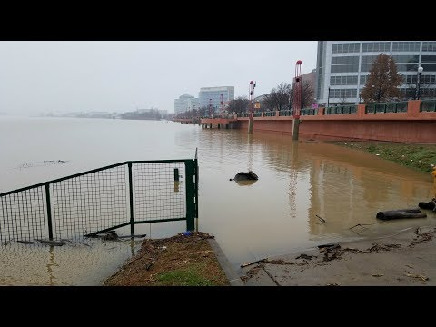 Ohio River Consumes Evansville's Dress Plaza