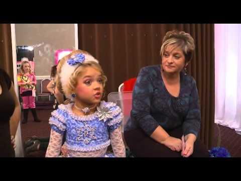 Jackass Present: Bad Grandpa - Beauty Pageant (El Abuelo Sinverguenza - Concurso de belleza)