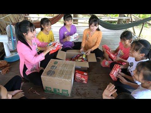 Anh Kevin Phan Và Chị Hanh Luu Dành Tình Cảm Thân Thương Cho Bé Tươi Và Nhóm TNMT