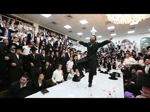 ריקוד חסידי בטיש של  הרב אלימלך בידרמן בבית שמש
