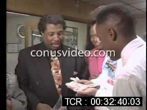 (1991) Michael Jackson glove returned to Motown Museum