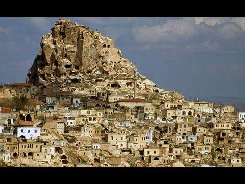 Civiltà rupestre pugliese e insediamenti di Cappadocia. Relazioni e similitudini stilistiche