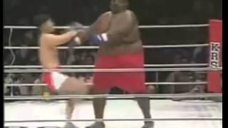 Luta incrível - Lutador de 300kg contra um de 75kg o.O