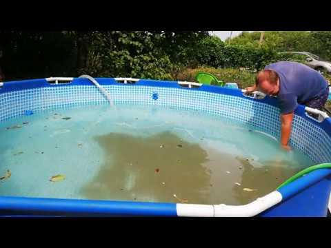 Вопрос: Как почистить бассейн?