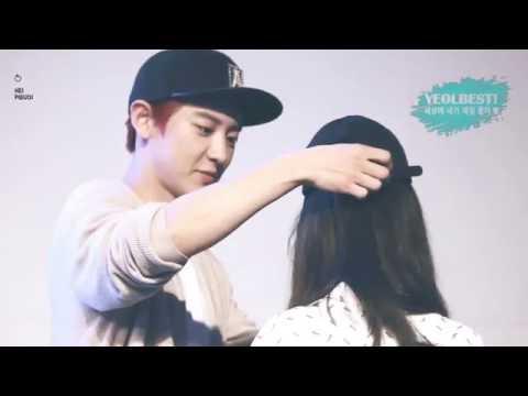 Chanyeol đội mũ cho fan ♥