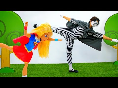 Best Funny videos for kids. Super Girl teaches Clown to fly. Клоун учится летать!