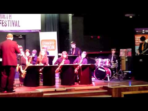 Theme from James Bond (Monty Norman) performed by Little Big Band