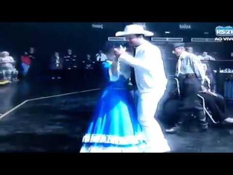 Padre Alessandro Campos dançando muito - Vem com Fé - Rede Século 21.
