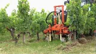 Travail des sols sous le rang à Clos Dubreuil
