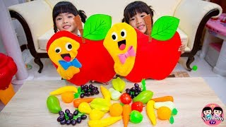 หนูยิ้มหนูแย้ม   เล่นหนอนกินผลไม้