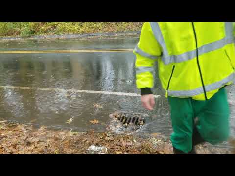 The Alan Cox Show - Man Clearing Storm Drains is the Hero We Need