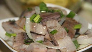 Селедка маринованная с луком и уксусом ( Самая вкусная закуска )