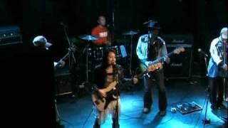 2010年2月のライブ映像です。タイムマシーンにおねがい。乗りの良い曲で...