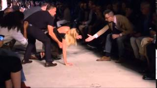 candice swanepoel givenchy fall 2015 model falls down